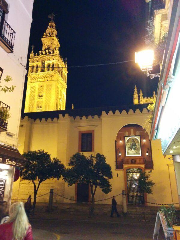 Salida del Tablao Flamenco Sevilla con vistas a la Giralda