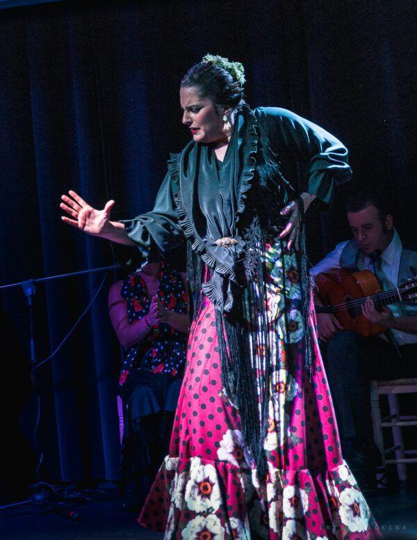 Flamenca en Tablao Flamenco Orilla de Triana | Espectáculo Flamenco en Sevilla